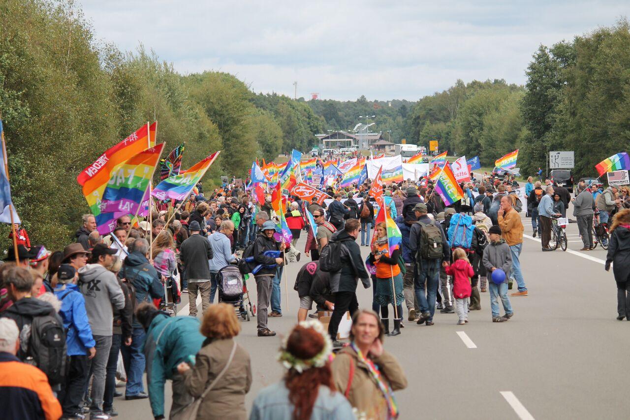 Ramstein Foto 1, Demo, Menschenkette