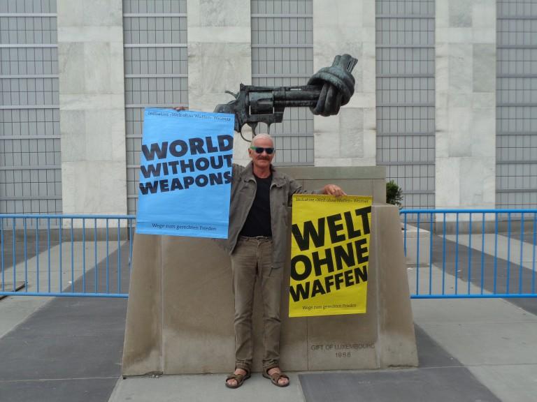Eine Welt ohne Waffen ist möglich!, Olaf Weber (10/2015)
